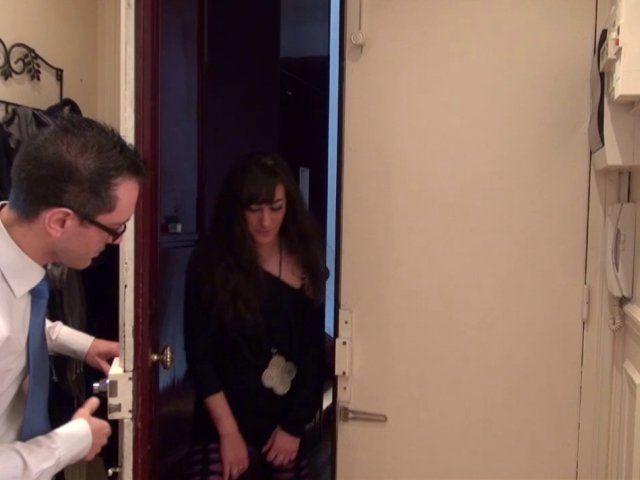 La voisine libertine rencontre son voisin pervers