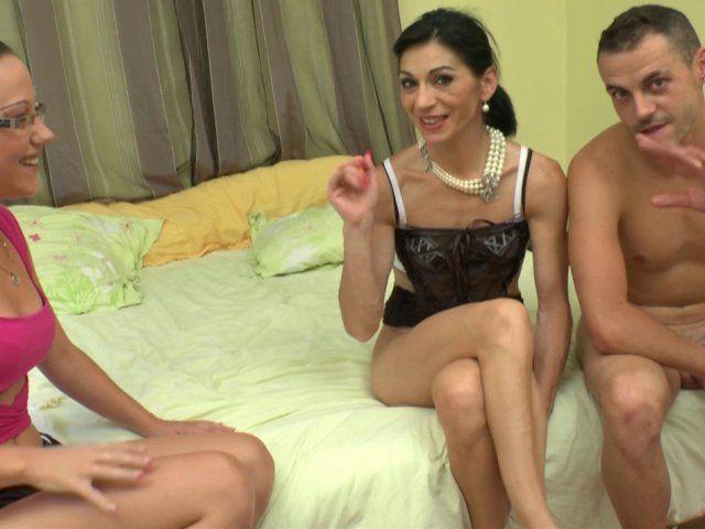 Il sodomise sa femme pour la première fois devant la caméra