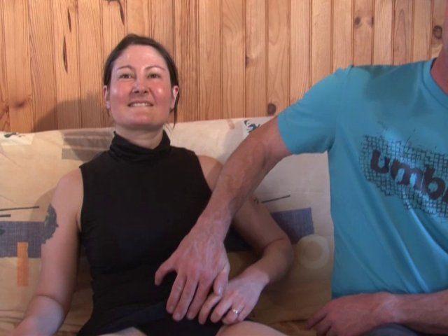 Casting coquin avec une mature aux seins fermes