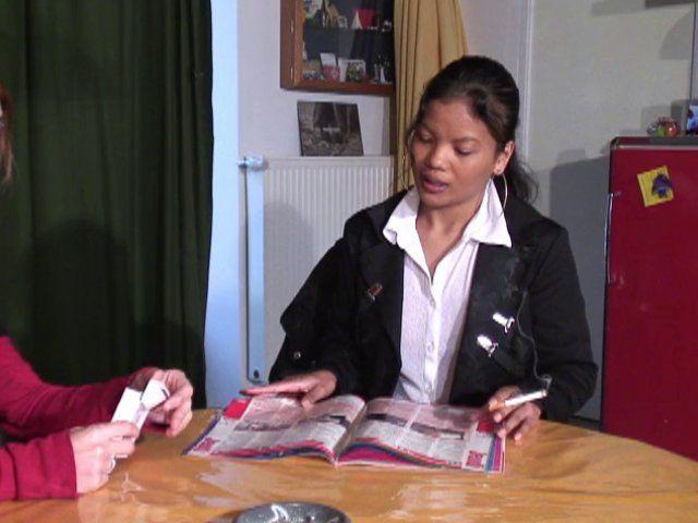 Jeunes salopes s'offrent au papy pour 200 euros
