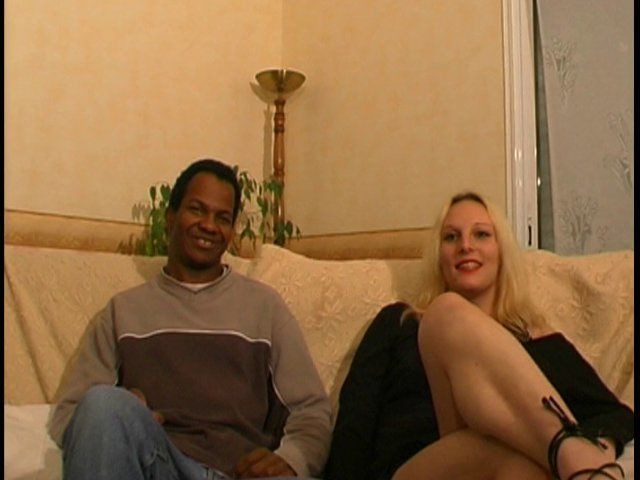 Interracial avec deux blondes cochonnes