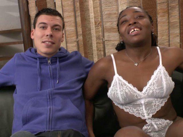 Une femme black suceuse de bite