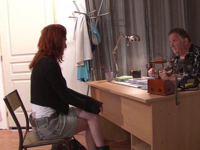 La nana demande la permission à son mec pour un casting