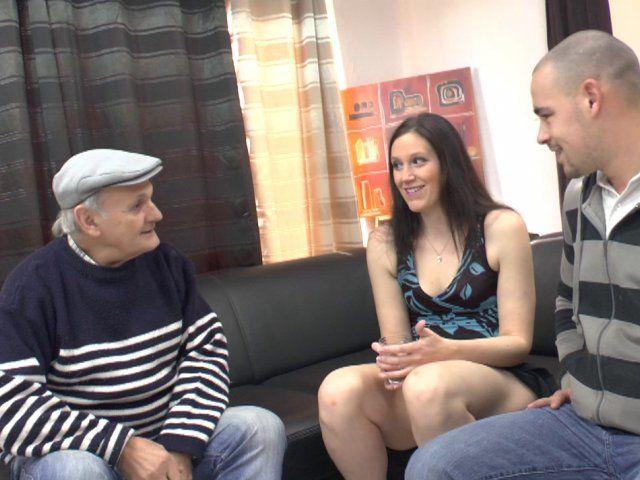 Une partie de sexe à trois avec papy en chaleur