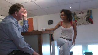 Interracial d'une femme black accro à la bite