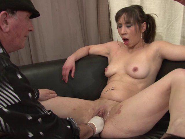 Sodomie profonde et défonce vaginale au plaisir d'une amatrice