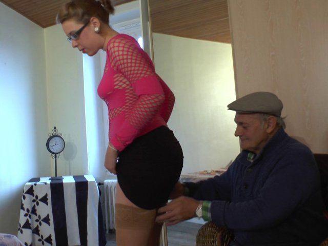 Une jeune étudiante libertine dans un porno à trois