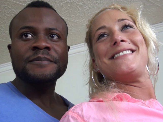 Casting porno et femme blonde libertine accroc aux blacks TTBM