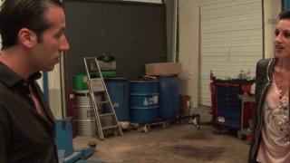 Une maghrébine sodomisée dans un garage