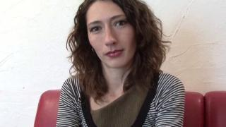 Une belle beurette passe un casting porno en France !