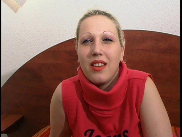 Vidéo porno d'une belle blonde française