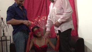 Du sexe à trois pour l'anniversaire d'une femme