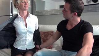 Porno XXX avec une femme mature nue aux gros nichons