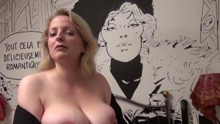 Baise torride d'une femme libertine à gros seins naturels