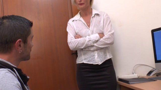 salope en blouse nylon baise cette salope