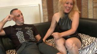 Sodomie douloureuse d'une femme libertine mature blonde