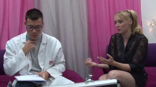 Docteur expert sodomie pour blonde libertine sexy