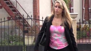 Porno français d'une femme libertine blonde cochonne
