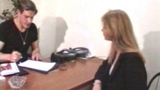 Casting porno français qui se déroule dans un bureau