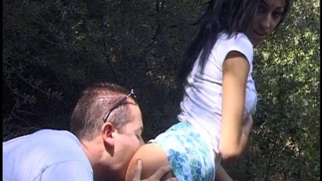 X porno vintage couple libertin baise en pleine forêt