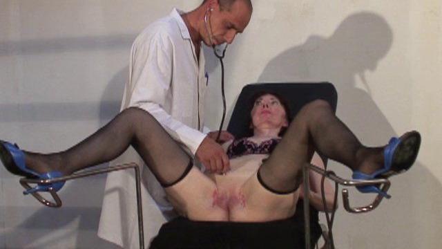 untitled 01 823 640x360 - Femme mature nue baisée par deux toubibs dans cette partouze
