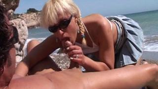 Bonne baise hard sur la plage