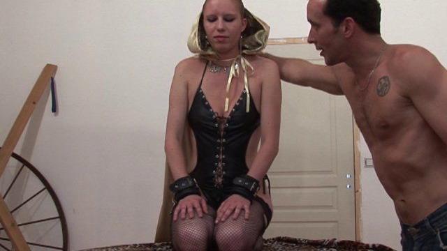 Sodomie douloureuse pour femme soumise blonde Fistée