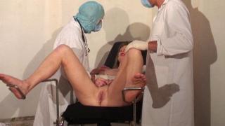 XXX Video libertine d'une baise hard d'une femme libertine nympho chez le gynéco
