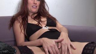 Femme libertine baisée en double pénétration dans un triolisme
