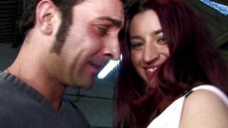 Femmes salopes libertines baisées dans un entrepôt XXX
