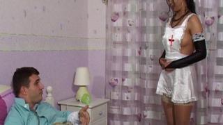 Dépucelage anal pour jeune libertine 18 ans nue infirmière coquine