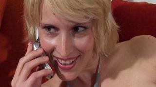 Video femme nue avec une infirmière libertine blonde baisée par le médecin