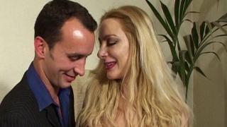 Bonne baise anale avec sodomie douloureuse profonde d'une femme libertine