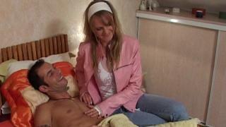 Depucelage anal chez le masseur d'une femme mariée