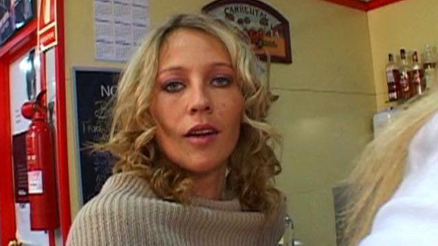 Partouze lesbienne dans un club libertin