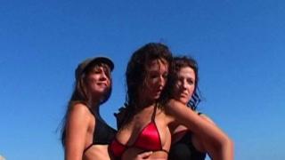 Bonne baise en triolisme entre lesbiennes dans une video libertine