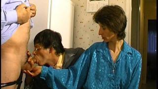Une bonne baise a 3 pour papy et la femme salope d'un pote
