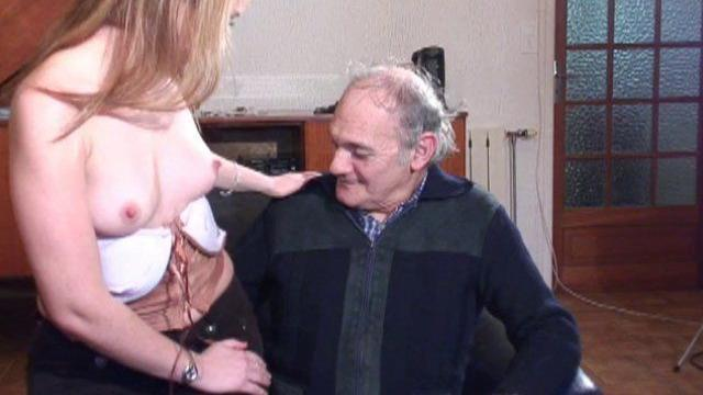 clitoris hors norme jeune baise vieux