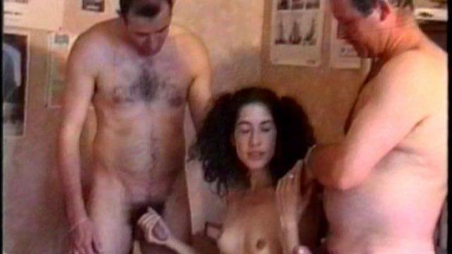 Noir lesbienne sucer le sein