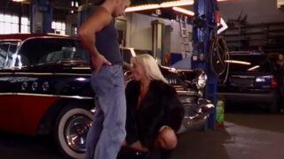 Baise chez le garagiste avec une femme Coquine